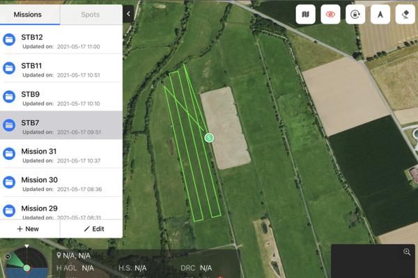 Die Flugroute wird mit der App geplant. Das Gebiet wird schleifenweise abgeflogen, so dass der Bereich komplett abgedeckt ist (ABU)